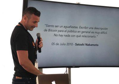 Enrique Hernández Nuez CEO en Canarias Bitcoin en una charla