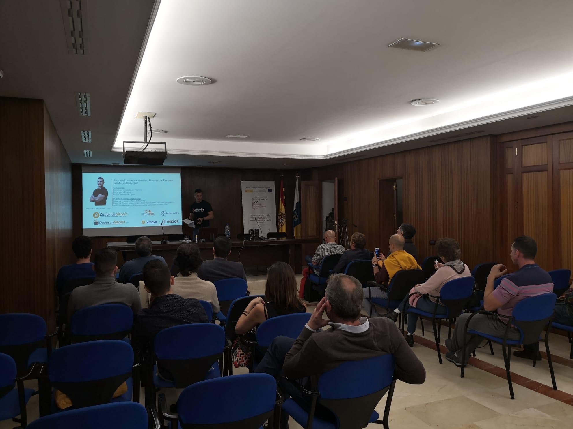 Seminario sobre Bitcoin y Blockchain impartido por Enrique Hernández Nuez en Canarias
